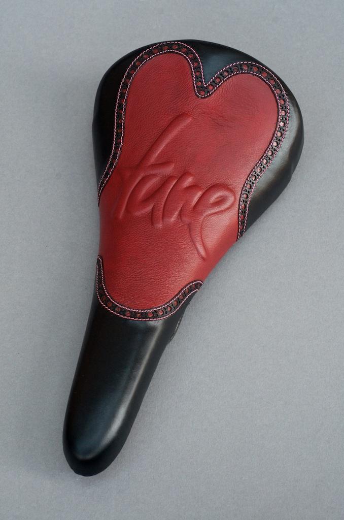 tune-carbon saddle-black-red-leather-bar wrap 2.jpg