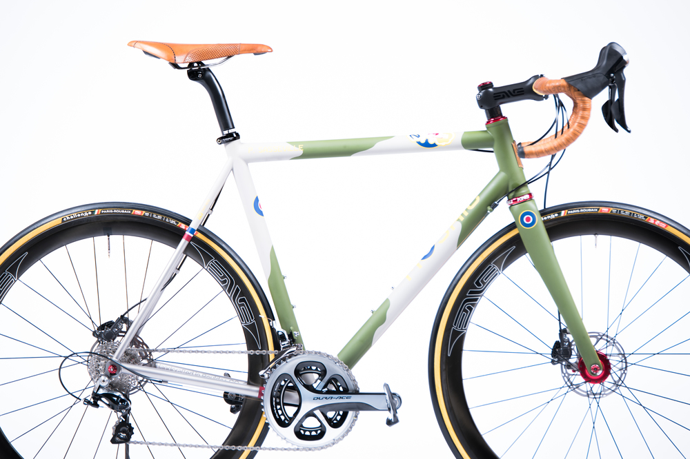 Mosaic Cycles Spitfire Road Bike With Fizik Arione Brogue Leather