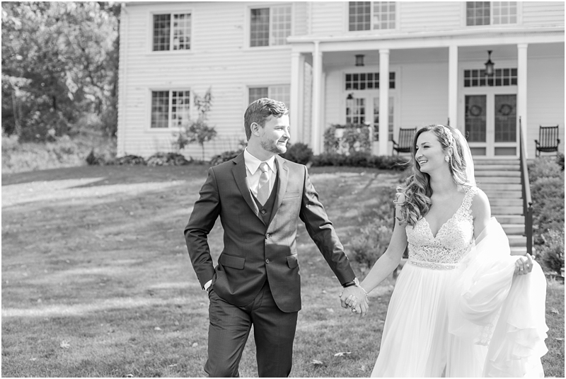 vintage-fall-waldenwoods-resort-wedding-photos-in-hartland-mi-by-courtney-carolyn-photography_0054.jpg