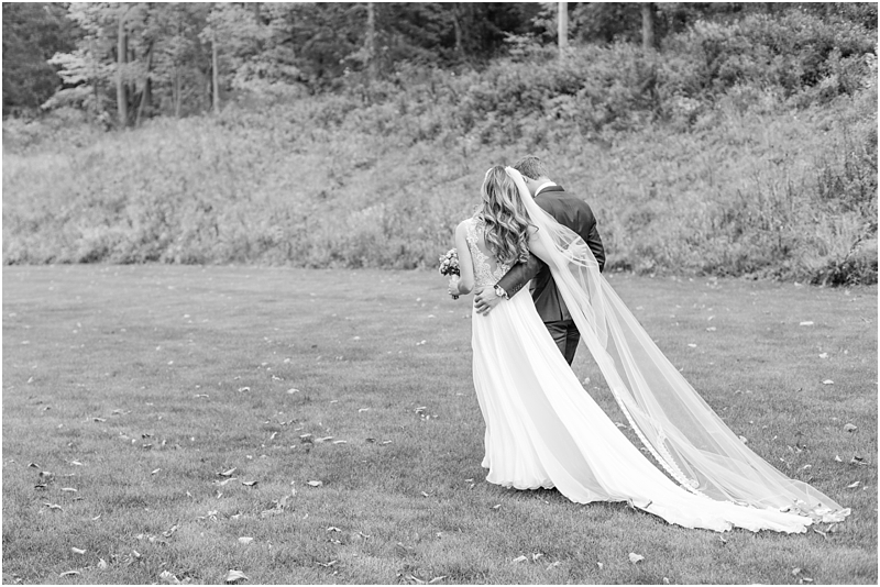 vintage-fall-waldenwoods-resort-wedding-photos-in-hartland-mi-by-courtney-carolyn-photography_0064.jpg