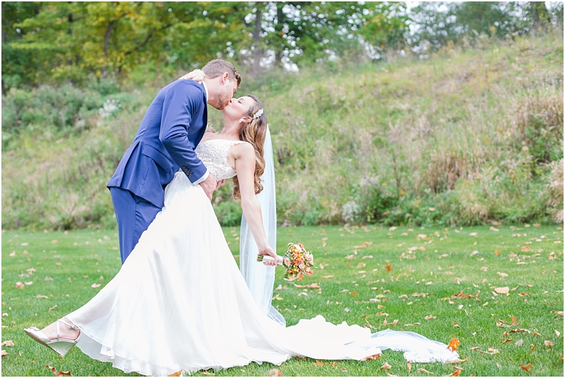 vintage-fall-waldenwoods-resort-wedding-photos-in-hartland-mi-by-courtney-carolyn-photography_0077.jpg