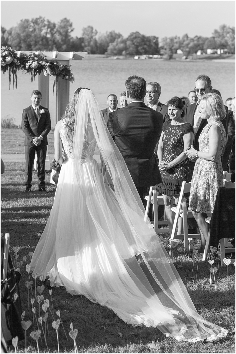 vintage-fall-waldenwoods-resort-wedding-photos-in-hartland-mi-by-courtney-carolyn-photography_0109.jpg