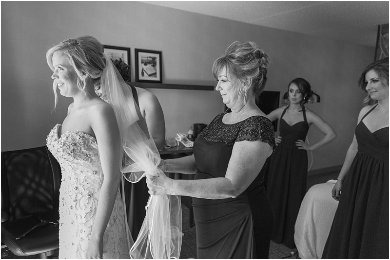 timeless-grosse-pointe-academy-wedding-photos-in-grosse-pointe-mi-by-courtney-carolyn-photography_0013.jpg