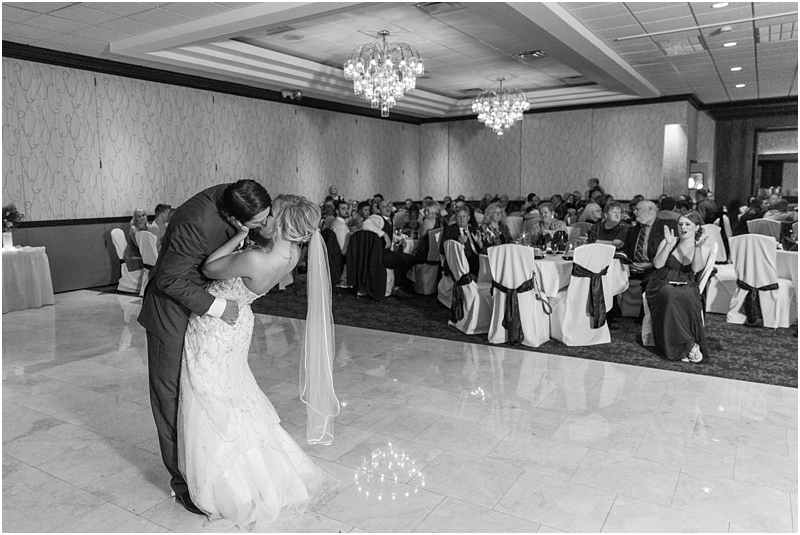 timeless-grosse-pointe-academy-wedding-photos-in-grosse-pointe-mi-by-courtney-carolyn-photography_0080.jpg