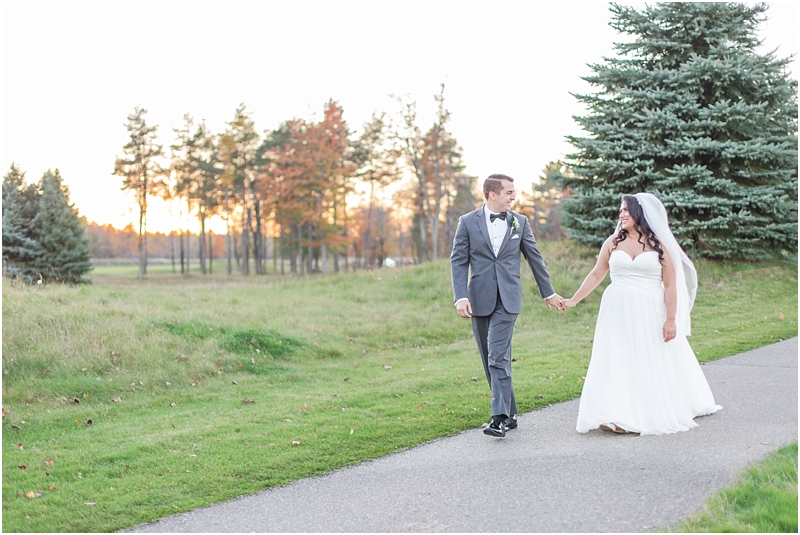 fall-port-huron-mi-wedding-photos-at-solitude-links-golf-course-by-courtney-carolyn-photography_0080.jpg