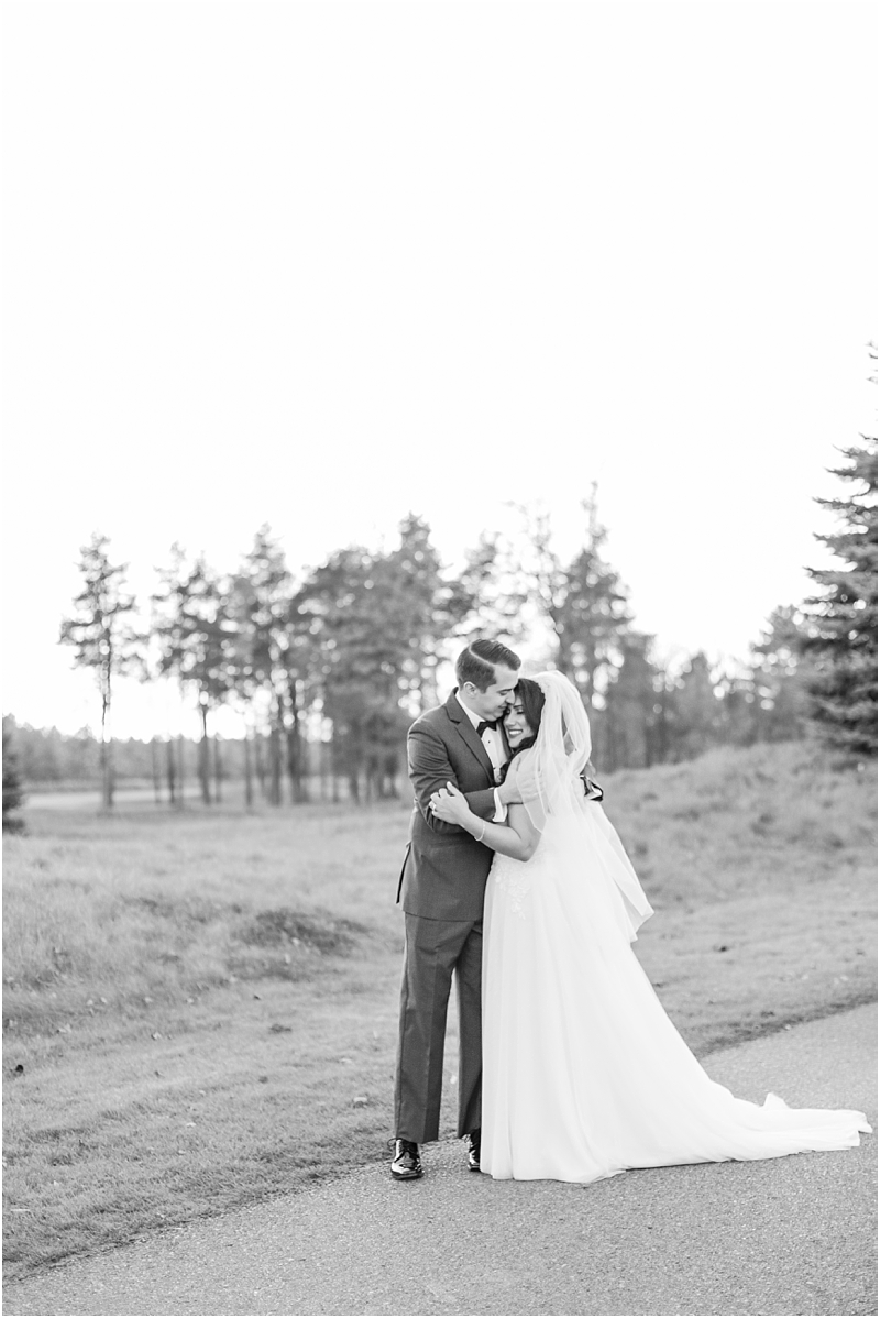 fall-port-huron-mi-wedding-photos-at-solitude-links-golf-course-by-courtney-carolyn-photography_0088.jpg
