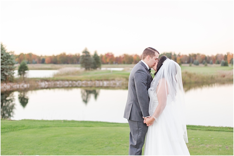 fall-port-huron-mi-wedding-photos-at-solitude-links-golf-course-by-courtney-carolyn-photography_0089.jpg