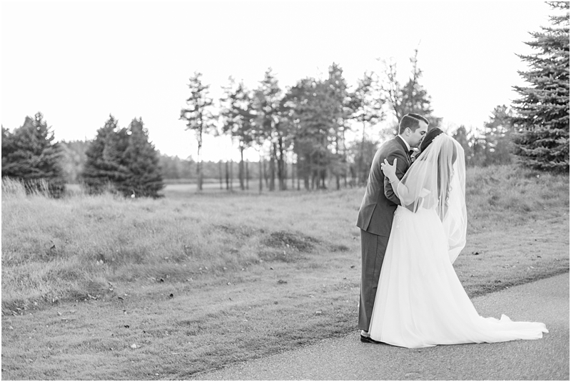 fall-port-huron-mi-wedding-photos-at-solitude-links-golf-course-by-courtney-carolyn-photography_0111.jpg