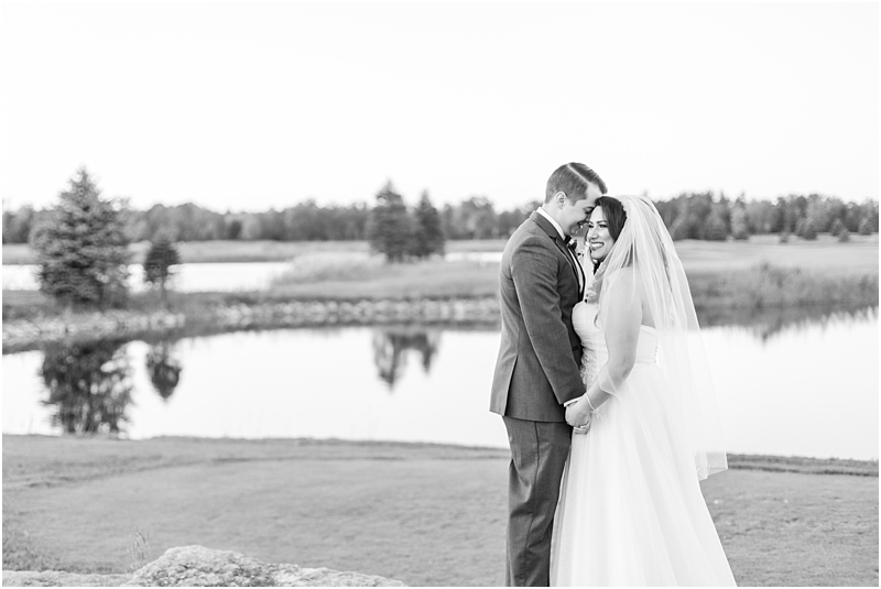 fall-port-huron-mi-wedding-photos-at-solitude-links-golf-course-by-courtney-carolyn-photography_0126.jpg