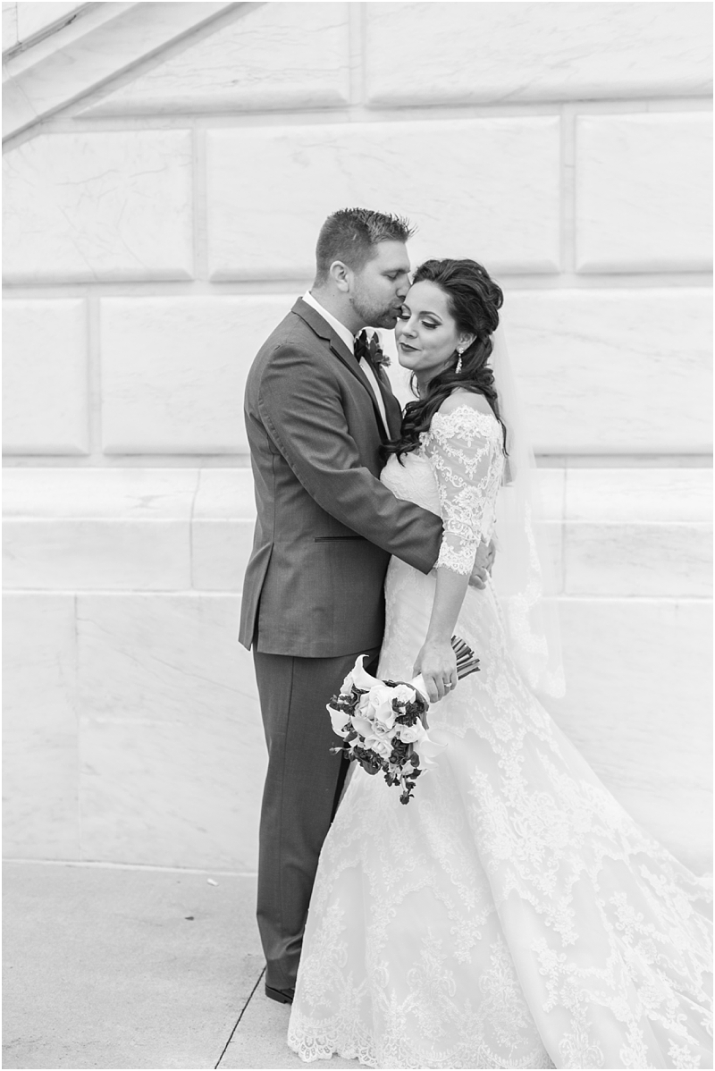 elegant-classic-wedding-photos-in-detroit-mi-at-the-colony-club-detroit-institute-of-arts-the-most-blessed-sacrament-by-courtney-carolyn-photography_0050.jpg