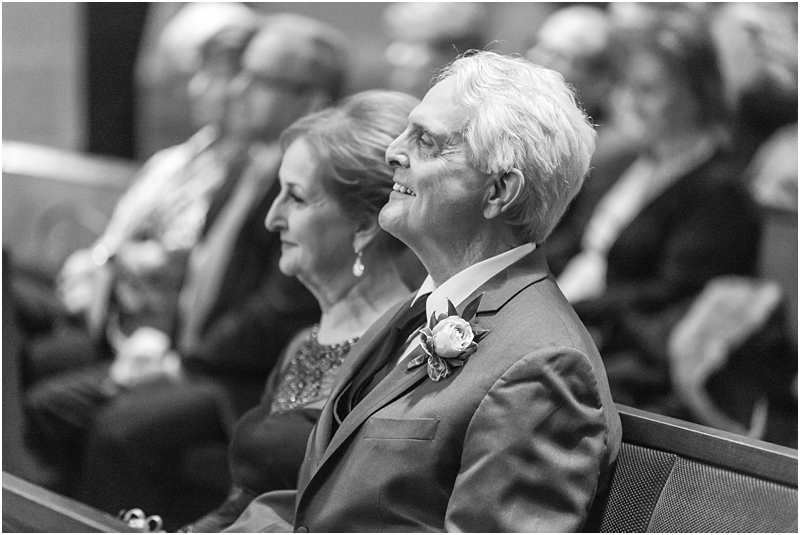 elegant-classic-wedding-photos-in-detroit-mi-at-the-colony-club-detroit-institute-of-arts-the-most-blessed-sacrament-by-courtney-carolyn-photography_0104.jpg