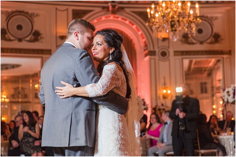 elegant-classic-wedding-photos-in-detroit-mi-at-the-colony-club-detroit-institute-of-arts-the-most-blessed-sacrament-by-courtney-carolyn-photography_0133.jpg
