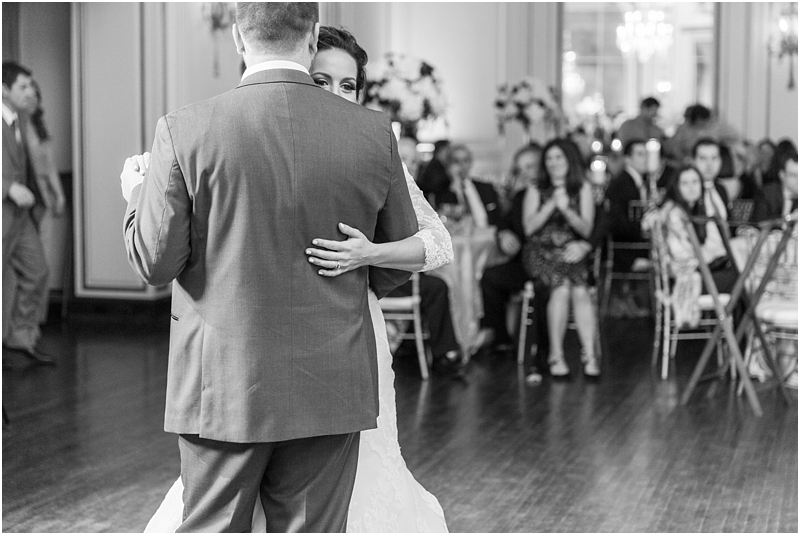 elegant-classic-wedding-photos-in-detroit-mi-at-the-colony-club-detroit-institute-of-arts-the-most-blessed-sacrament-by-courtney-carolyn-photography_0135.jpg