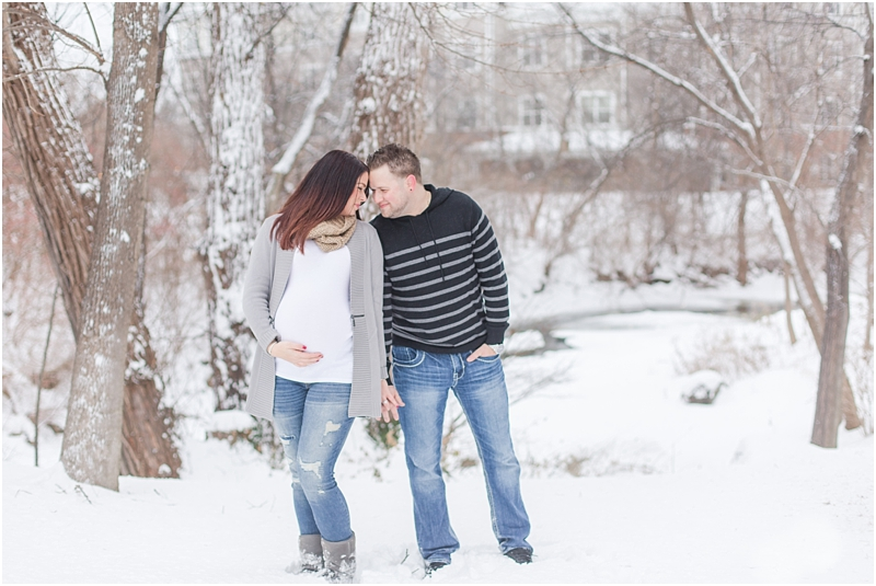 winter-maternity-portraits-in-rochester-mi-at-the-royal-park-hotel-by-courtney-carolyn-photography_0001.jpg