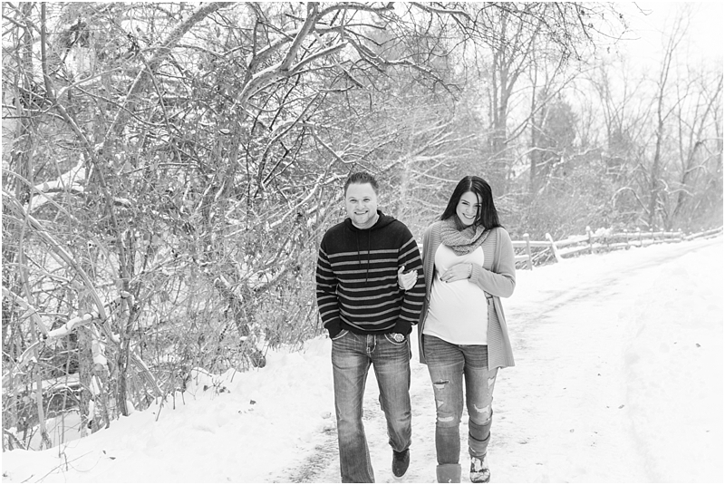winter-maternity-portraits-in-rochester-mi-at-the-royal-park-hotel-by-courtney-carolyn-photography_0009.jpg