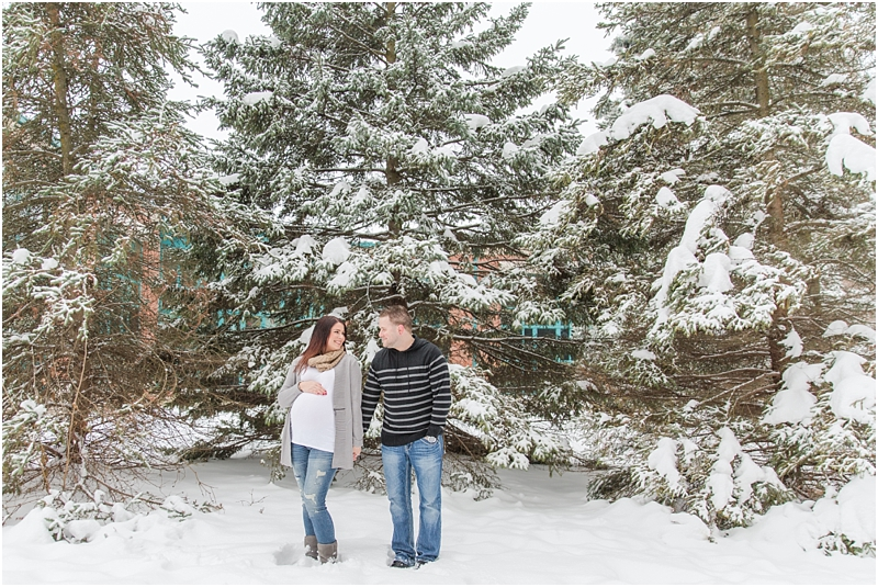 winter-maternity-portraits-in-rochester-mi-at-the-royal-park-hotel-by-courtney-carolyn-photography_0021.jpg
