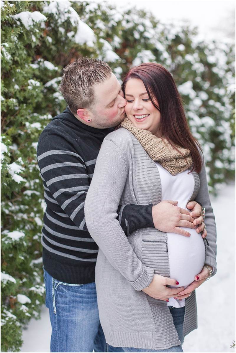 winter-maternity-portraits-in-rochester-mi-at-the-royal-park-hotel-by-courtney-carolyn-photography_0033.jpg