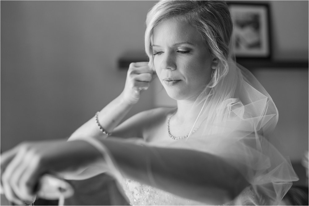 best-of-2016-wedding-photos-with-courtney-carolyn-photography-romantic-timeless-candid-wedding-photographer-in-detroit-mi_0127.jpg