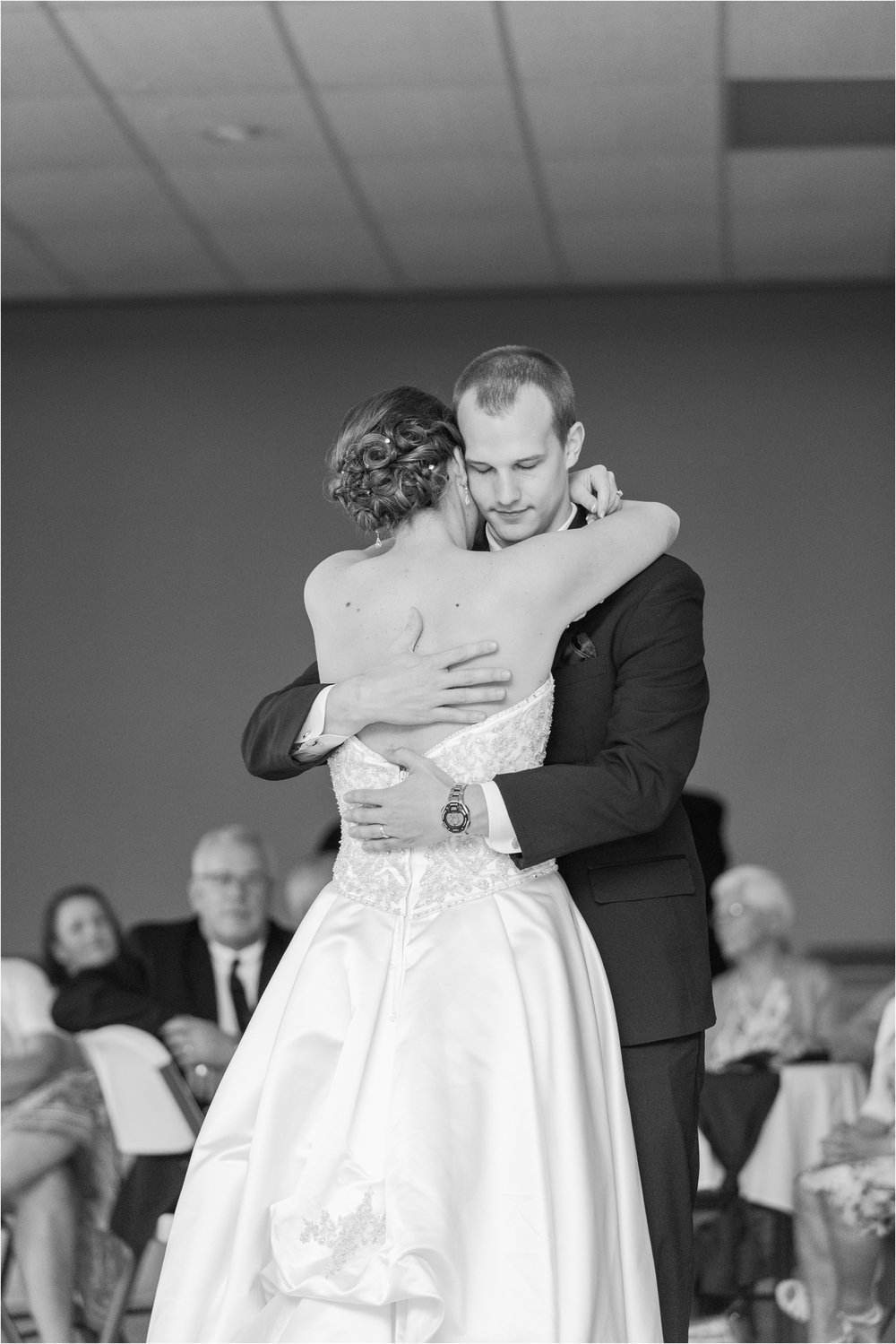 best-of-2016-wedding-photos-with-courtney-carolyn-photography-romantic-timeless-candid-wedding-photographer-in-detroit-mi_0183.jpg