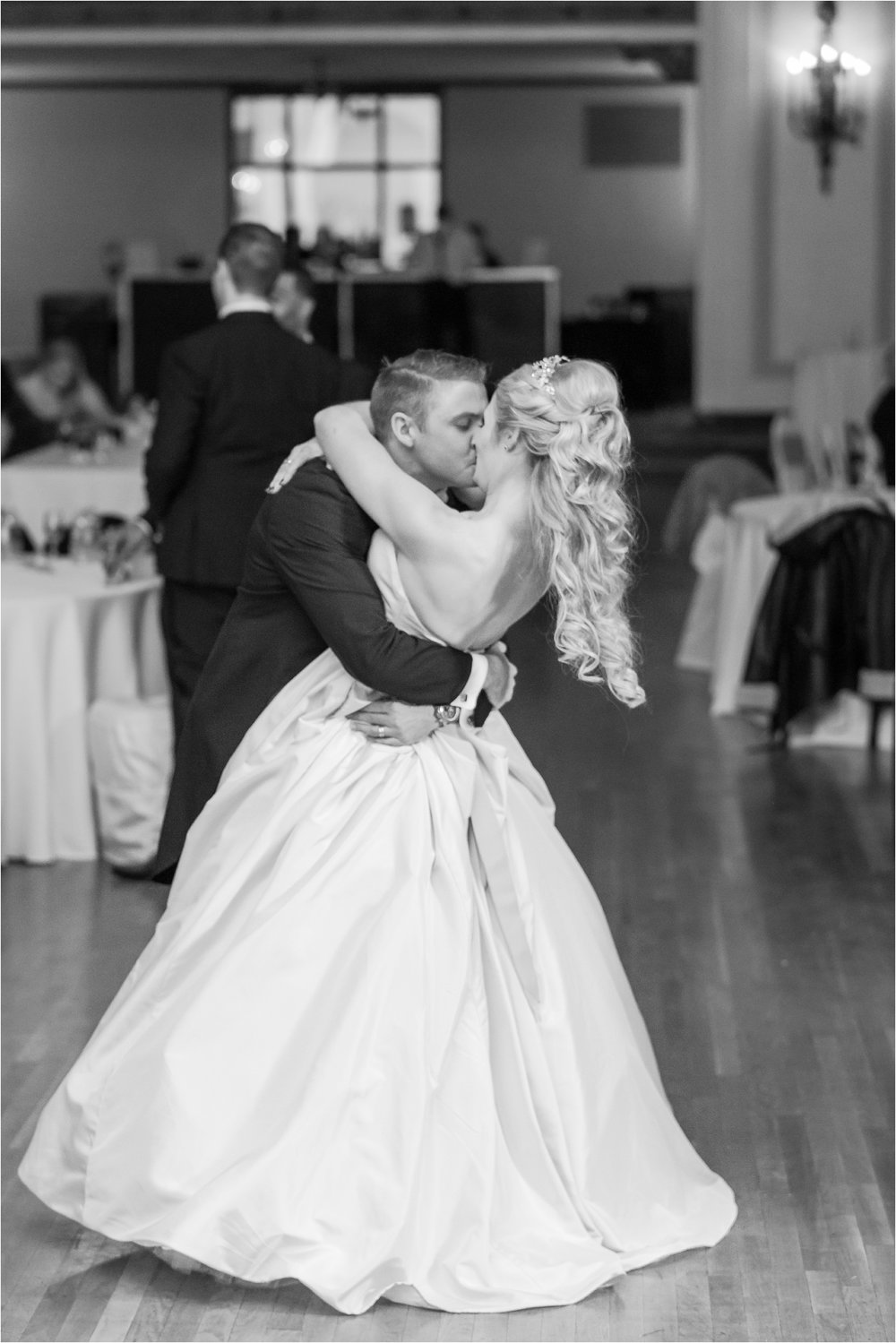 best-of-2016-wedding-photos-with-courtney-carolyn-photography-romantic-timeless-candid-wedding-photographer-in-detroit-mi_0170.jpg