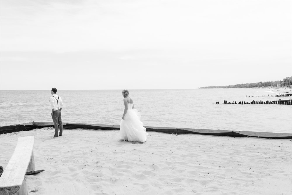 romantic-timeless-candid-wedding-photos-at-the-mai-tiki-resort-in-oscoda-mi-by-courtney-carolyn-photography_0003.jpg