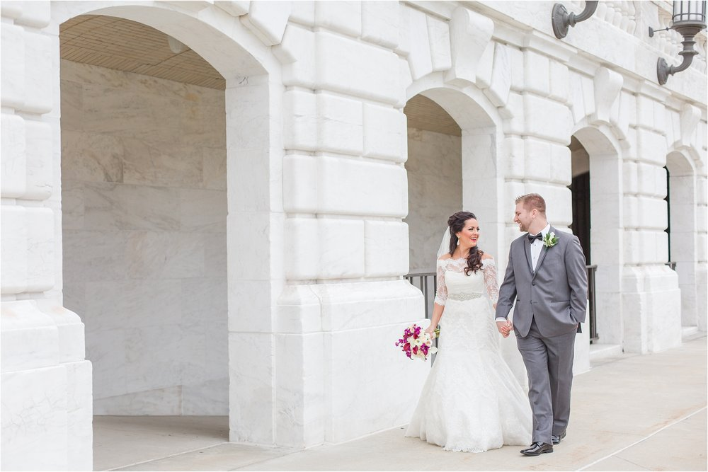 romantic-timeless-candid-wedding-photos-at-the-detroit-institute-of-arts-in-detroit-mi-by-courtney-carolyn-photography_0004.jpg