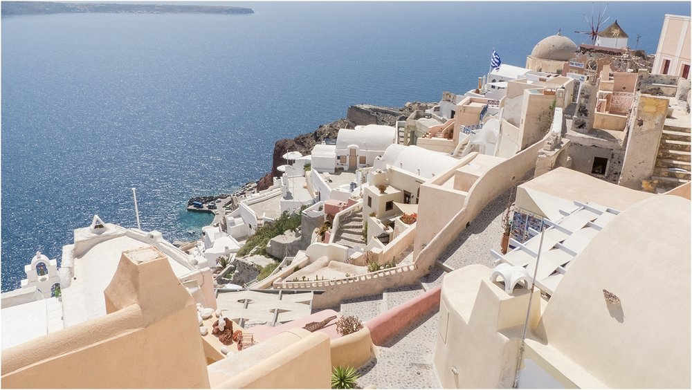 santorini-greece-wedding-photos-in-oia-destination-wedding-photographer-by-courtney-carolyn-photography_0004.jpg