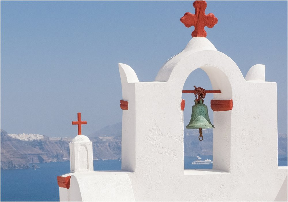 santorini-greece-wedding-photos-in-oia-destination-wedding-photographer-by-courtney-carolyn-photography_0006.jpg