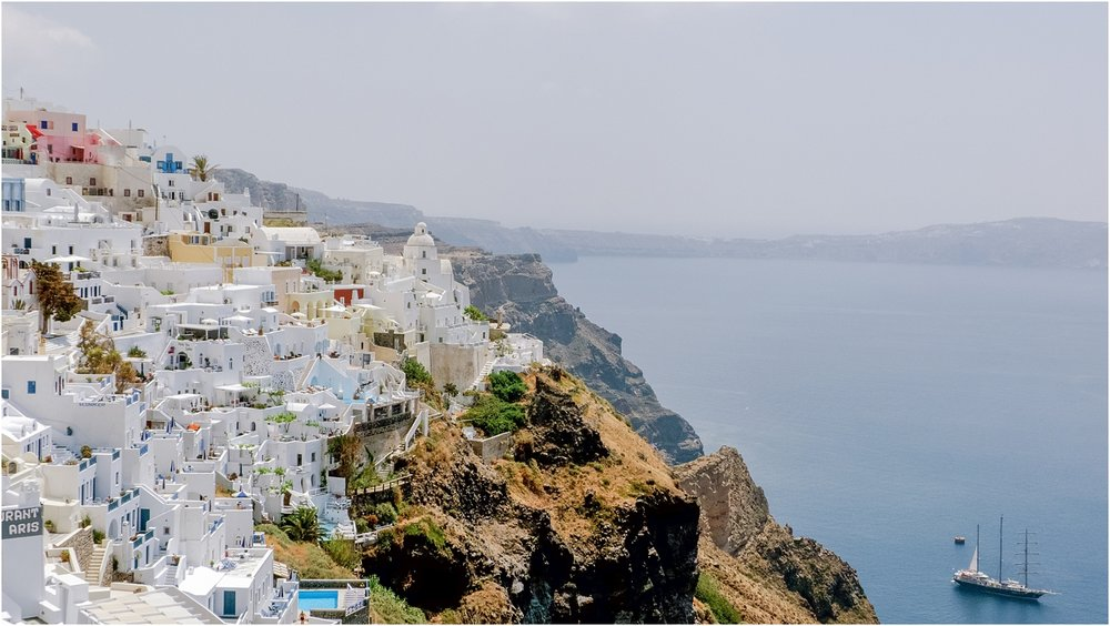 santorini-greece-wedding-photos-in-oia-destination-wedding-photographer-by-courtney-carolyn-photography_0007.jpg