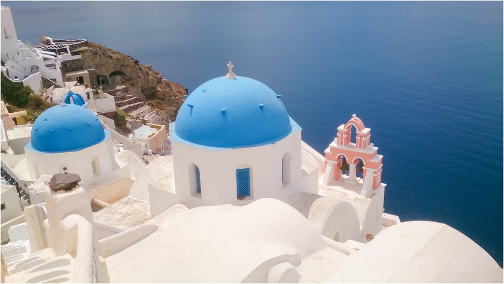 santorini-greece-wedding-photos-in-oia-destination-wedding-photographer-by-courtney-carolyn-photography_0009.jpg