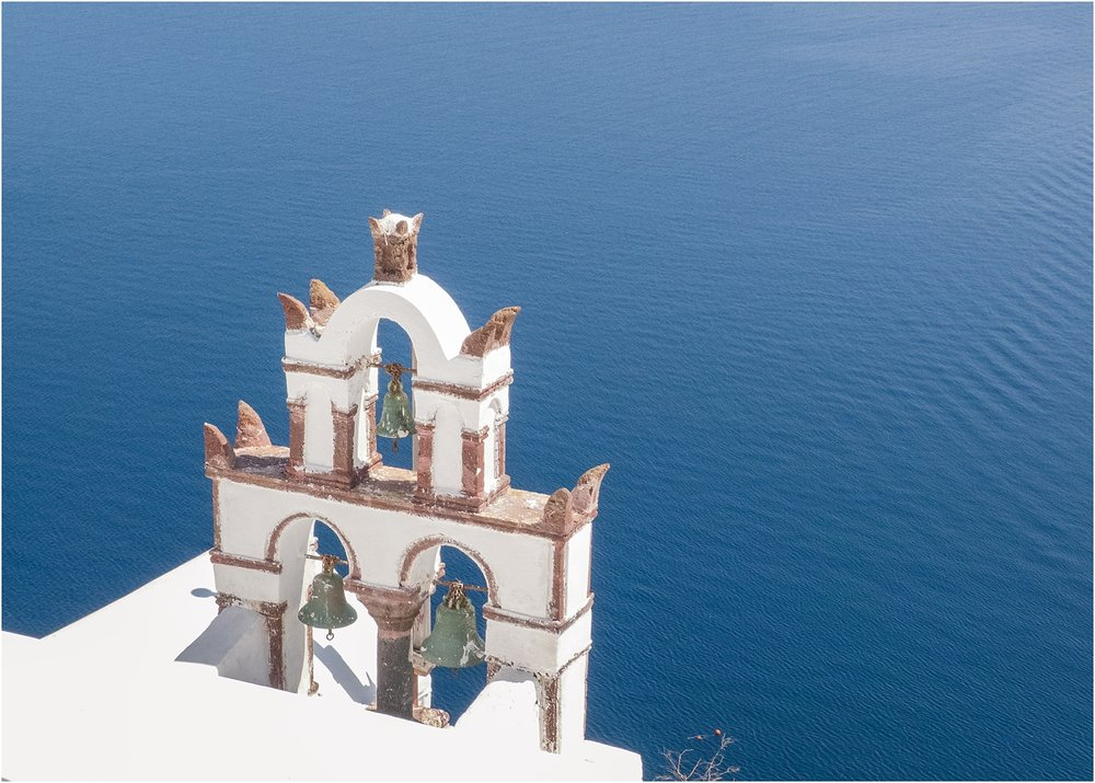 santorini-greece-wedding-photos-in-oia-destination-wedding-photographer-by-courtney-carolyn-photography_0013.jpg