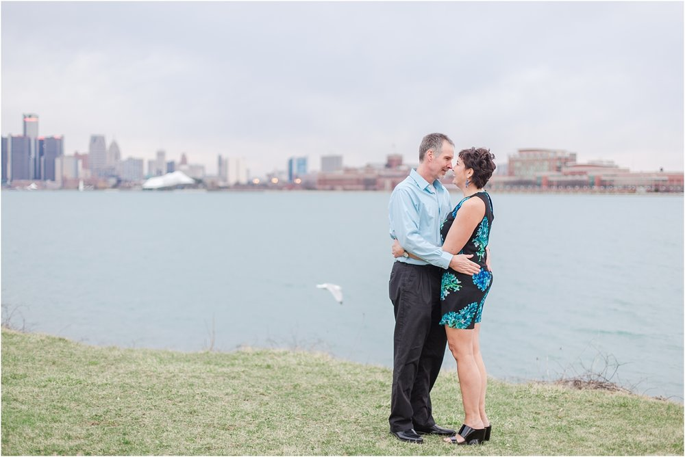 downtown-detroit-engagement-photos-on-belle-isle-by-courtney-carolyn-photography_0041.jpg
