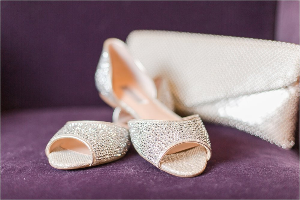classic-wedding-photos-at-great-oaks-country-club-in-rochester-hills-mi-by-courtney-carolyn-photography_0009.jpg