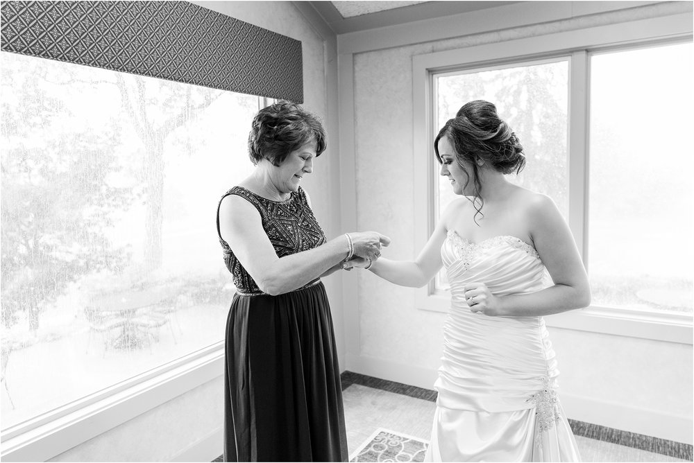 classic-wedding-photos-at-great-oaks-country-club-in-rochester-hills-mi-by-courtney-carolyn-photography_0011.jpg