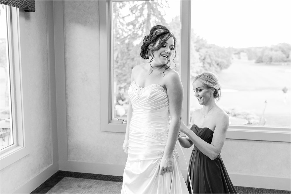 classic-wedding-photos-at-great-oaks-country-club-in-rochester-hills-mi-by-courtney-carolyn-photography_0016.jpg