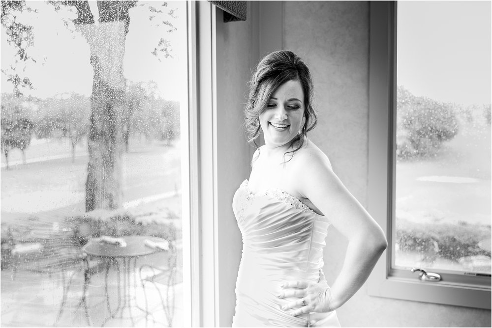 classic-wedding-photos-at-great-oaks-country-club-in-rochester-hills-mi-by-courtney-carolyn-photography_0018.jpg