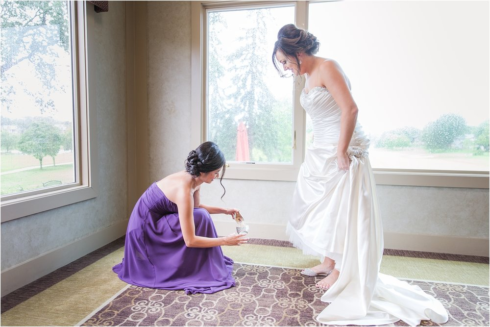 classic-wedding-photos-at-great-oaks-country-club-in-rochester-hills-mi-by-courtney-carolyn-photography_0022.jpg