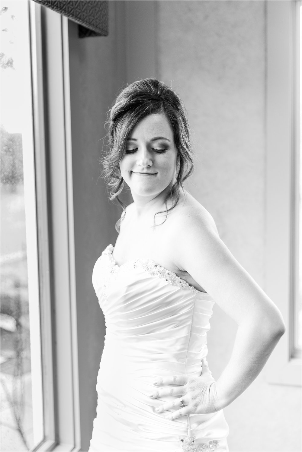 classic-wedding-photos-at-great-oaks-country-club-in-rochester-hills-mi-by-courtney-carolyn-photography_0025.jpg