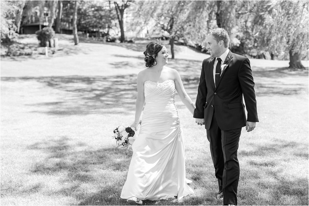 classic-wedding-photos-at-great-oaks-country-club-in-rochester-hills-mi-by-courtney-carolyn-photography_0031.jpg