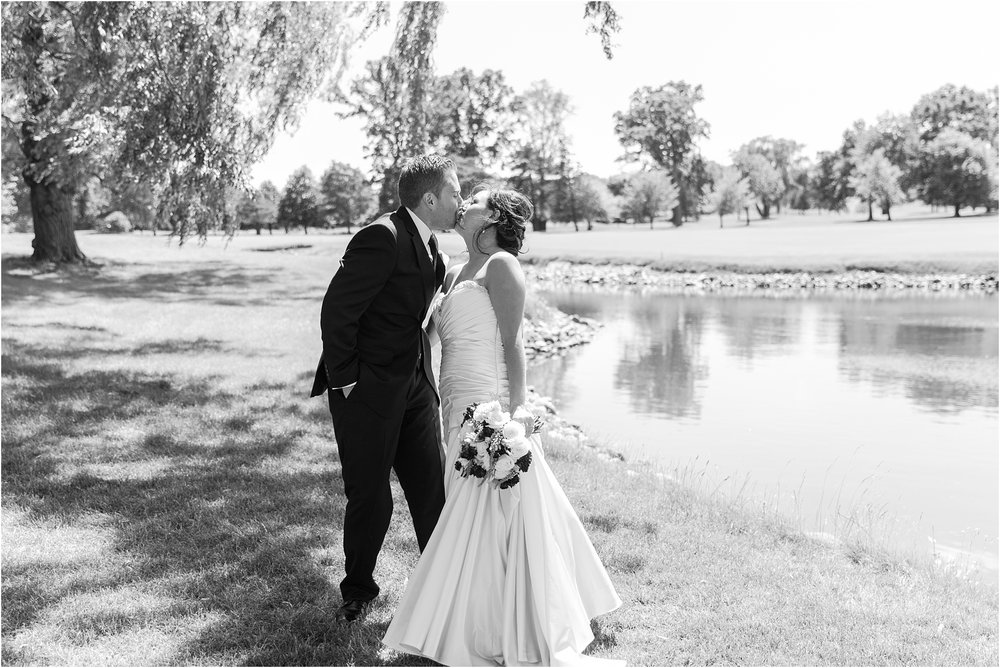 classic-wedding-photos-at-great-oaks-country-club-in-rochester-hills-mi-by-courtney-carolyn-photography_0052.jpg