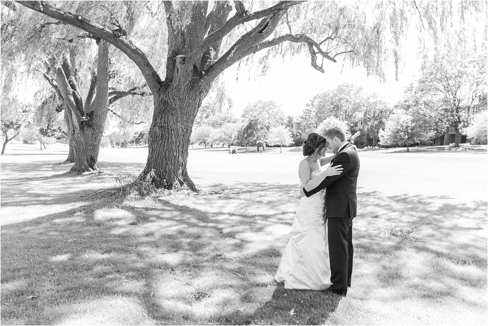 classic-wedding-photos-at-great-oaks-country-club-in-rochester-hills-mi-by-courtney-carolyn-photography_0058.jpg