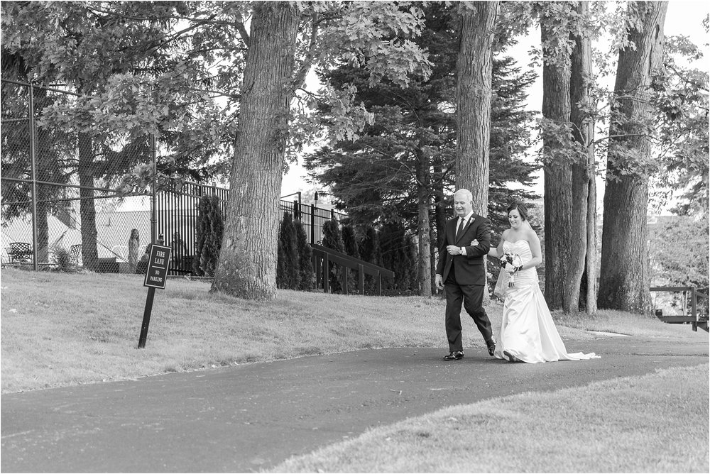 classic-wedding-photos-at-great-oaks-country-club-in-rochester-hills-mi-by-courtney-carolyn-photography_0065.jpg
