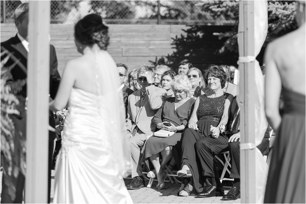classic-wedding-photos-at-great-oaks-country-club-in-rochester-hills-mi-by-courtney-carolyn-photography_0076.jpg