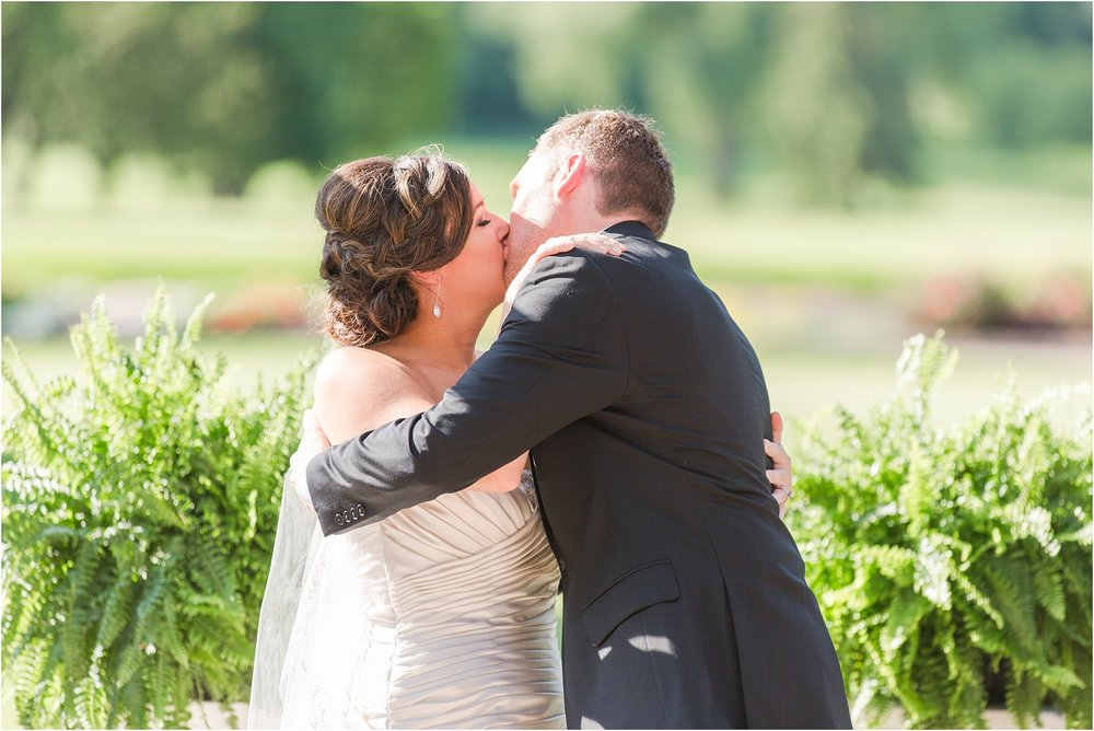 classic-wedding-photos-at-great-oaks-country-club-in-rochester-hills-mi-by-courtney-carolyn-photography_0086.jpg