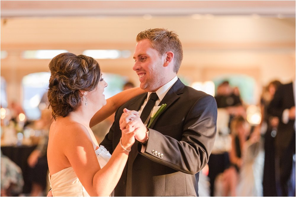 classic-wedding-photos-at-great-oaks-country-club-in-rochester-hills-mi-by-courtney-carolyn-photography_0105.jpg