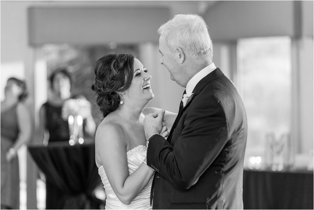 classic-wedding-photos-at-great-oaks-country-club-in-rochester-hills-mi-by-courtney-carolyn-photography_0109.jpg