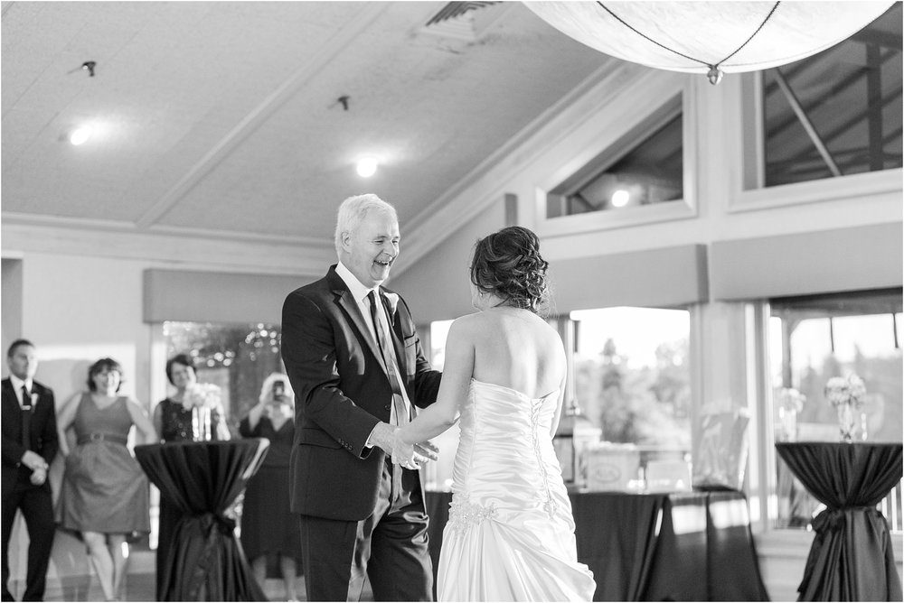 classic-wedding-photos-at-great-oaks-country-club-in-rochester-hills-mi-by-courtney-carolyn-photography_0113.jpg