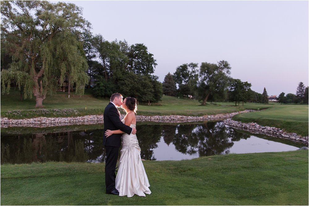 classic-wedding-photos-at-great-oaks-country-club-in-rochester-hills-mi-by-courtney-carolyn-photography_0115.jpg