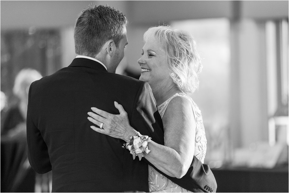 classic-wedding-photos-at-great-oaks-country-club-in-rochester-hills-mi-by-courtney-carolyn-photography_0116.jpg