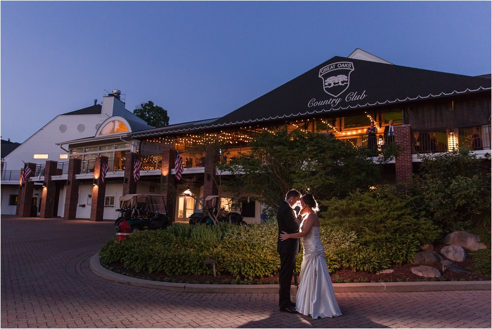classic-wedding-photos-at-great-oaks-country-club-in-rochester-hills-mi-by-courtney-carolyn-photography_0119.jpg